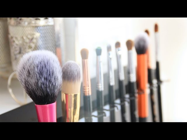 QUICK& EASY: How I Clean My Makeup Brushes/ The Brush Bar Review + Demo | Erna Limdaugh