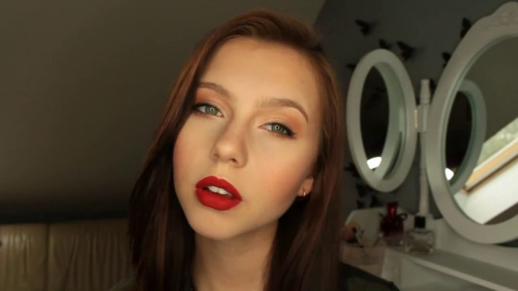 neutral eye and red lip makeup tutorial The Jaclyn Hill Eyeshadow Palette