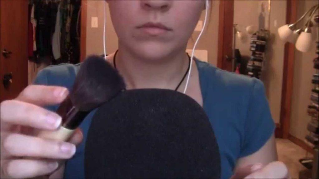 Brushing the Mic with Makeup Brushes ~ASMR~