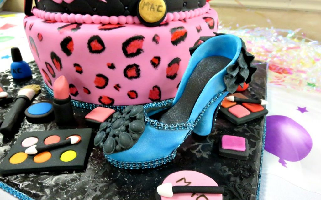 How to make Makeup Toppers for Makeup Fondant Cake