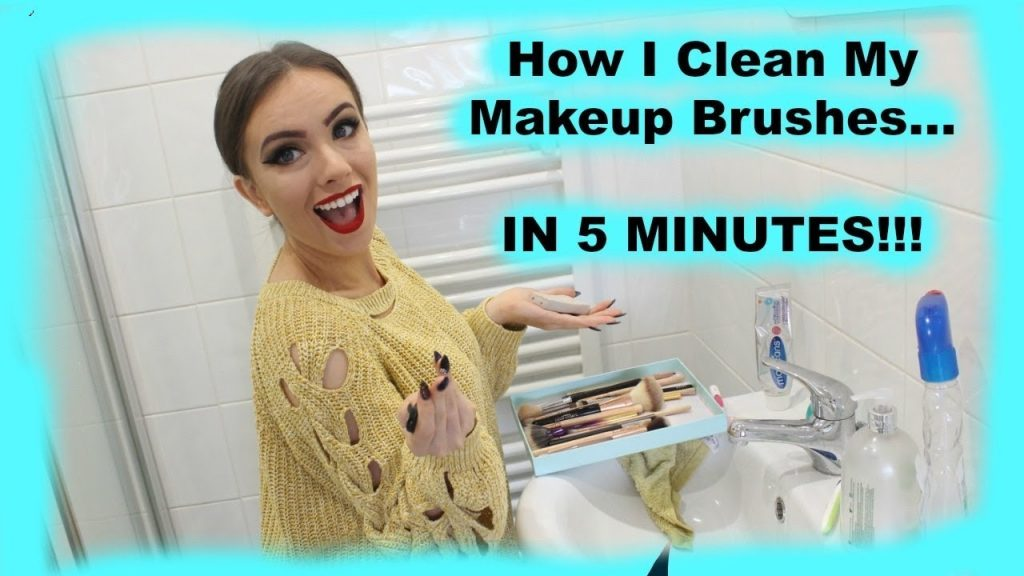 How I Quickly Clean Makeup Brushes Every Single Day! IN 5 MINUTES!!