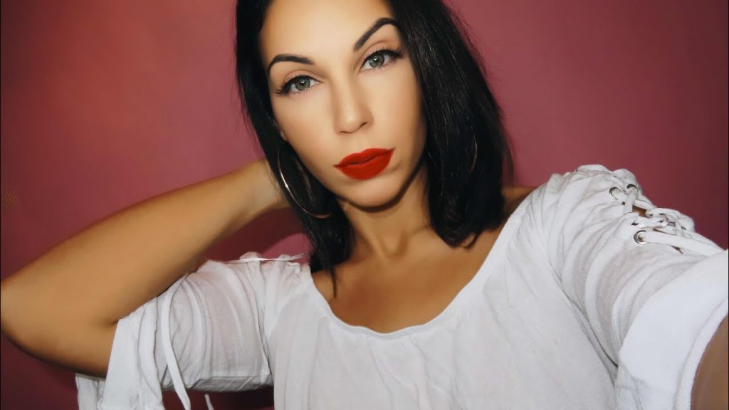 HOLIDAY GLAM: EASY RED LIP MAKEUP TUTORIAL
