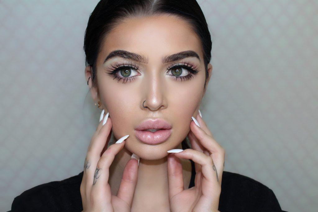 "Kim Kardashian ""Milf Money"" makeup tutorial +Makeup brush set Review!"