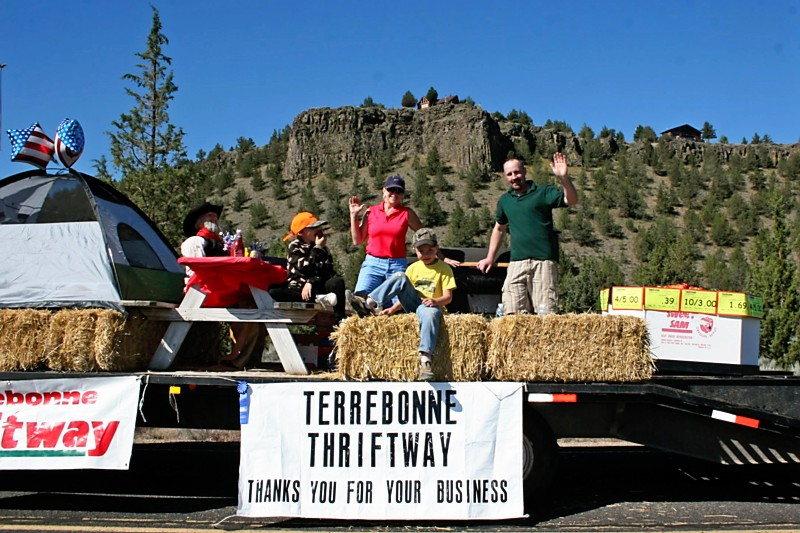 Men on hay truck with Thriftway Sign