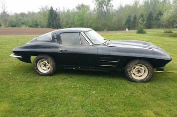 1963-chevrolet-corvette-stingray-split-window