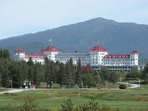 800px-Mount_Washington_Hotel_2003