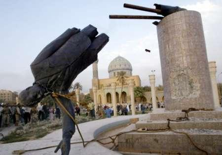 Saddam 20statue 20falls 20  20reuters