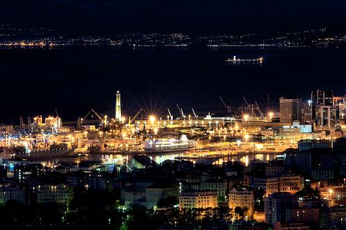Antico porto di genova di notte
