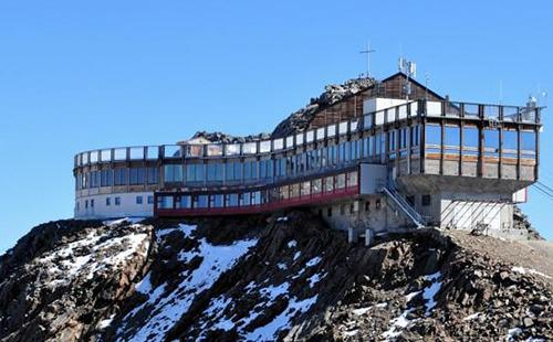 Hohe und abenteuerliche Hotels in den Alpen