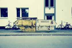 Waste-container-599466_1280