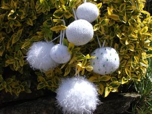 Christmas Snowballs or Baubles in 5 Sizes