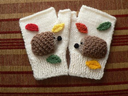 Sparkly Hedgehog Knitting Pattern : Hedgehog Mittens - CUP358681_857 Craftsuprint