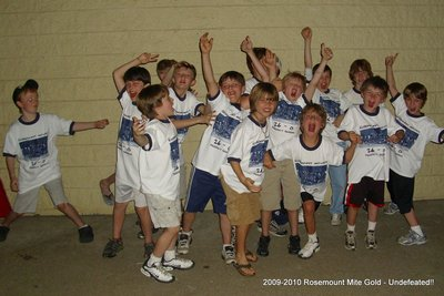 2009 2010 Minnesota Rosemount Mite A's   Undefeated!! T-Shirt Photo