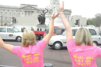 Custom Ink At Buckingham Palace T-Shirt Photo