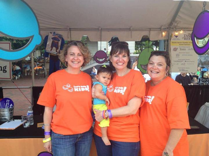 Let's Help Kids Spreading Happiness At Taste Of Reston. T-Shirt Photo