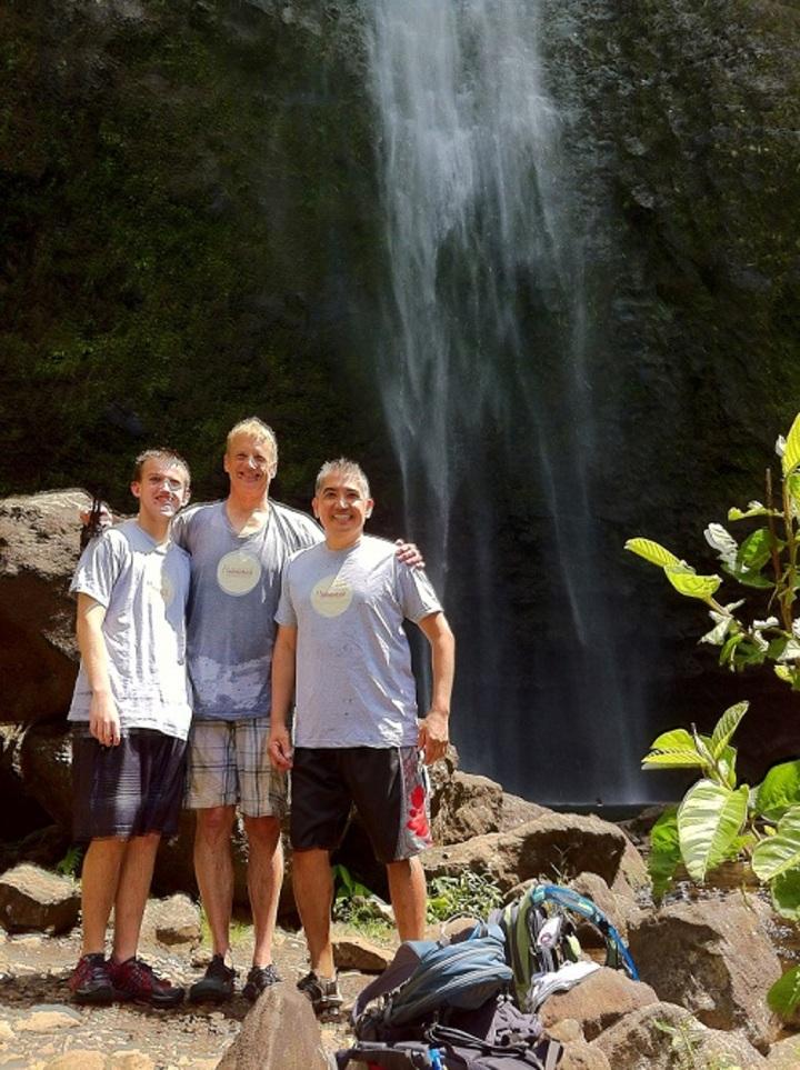 Aloha Never Quits! T-Shirt Photo