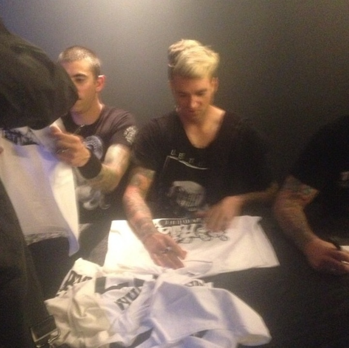 New Found Glory Gets There Custom Tshirts.  T-Shirt Photo
