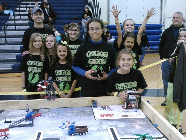 Cybor Girlz Lookin' Good At Fll Qualifiers T-Shirt Photo
