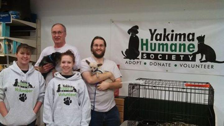 Yakima Humane Society Volunteers T-Shirt Photo