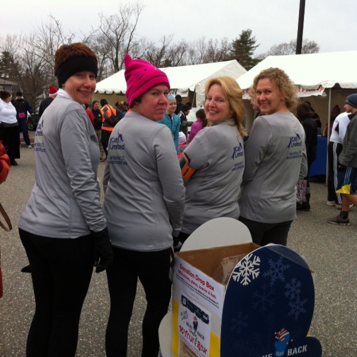 Mitten Run! T-Shirt Photo
