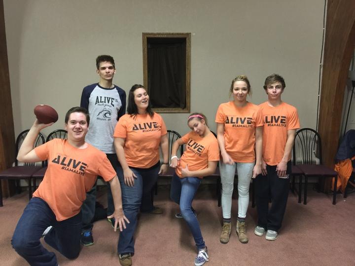 Alive Youth Groupo T-Shirt Photo