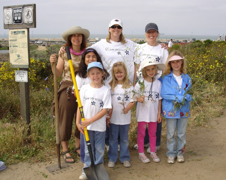 Brownies Helping Bolsa Chica Stewards Clean Up T-Shirt Photo