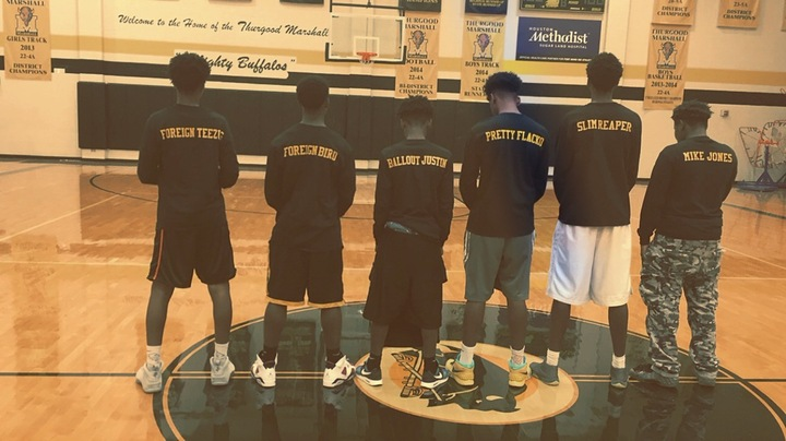 Basketball Squad T-Shirt Photo