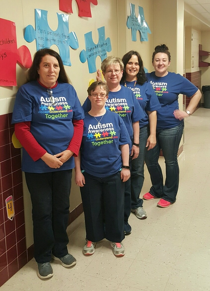 Autistic Support Teacher And Staff K 3 T-Shirt Photo