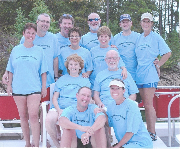 Houseboat Vacation T-Shirt Photo