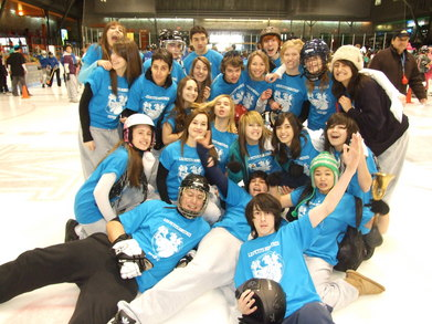 Les Petits Monstres: Broomball Heroes ! T-Shirt Photo