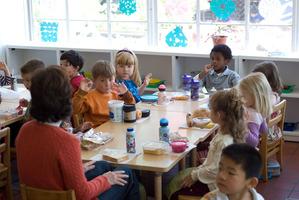 小学生に野菜を食べされるには給食時間の前を休み時間にしたらいい