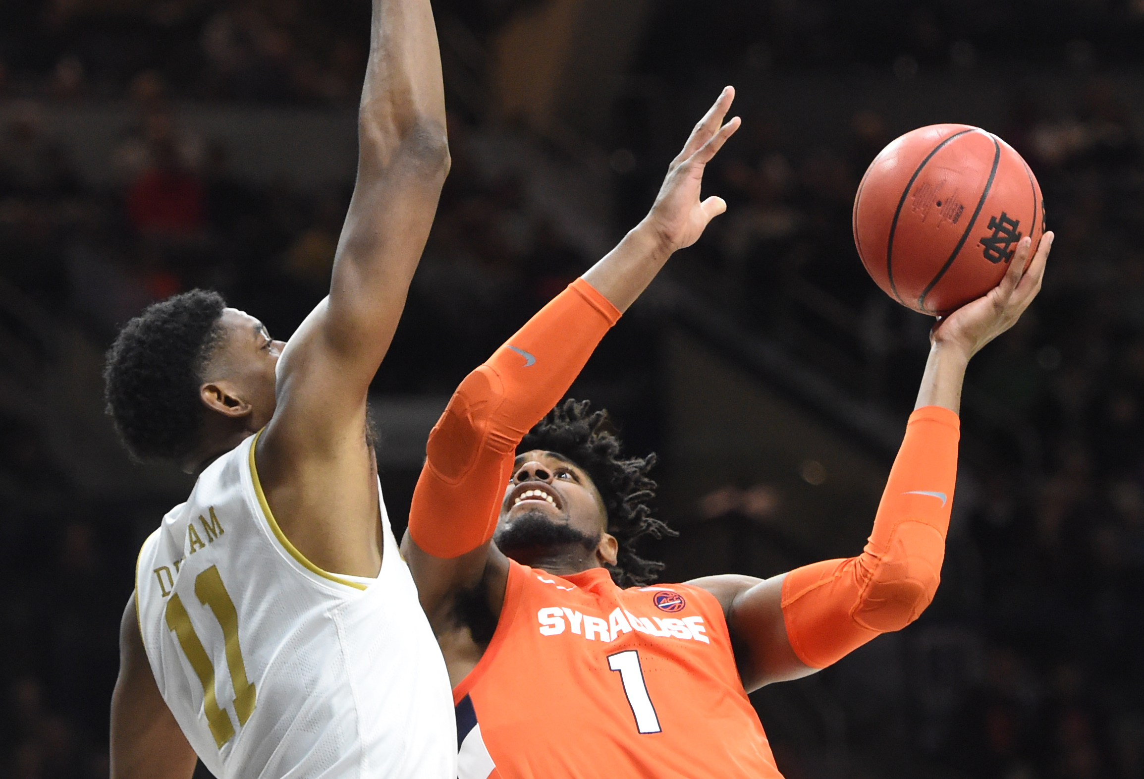 Syracuse escapes with 84-82 win over Notre Dame