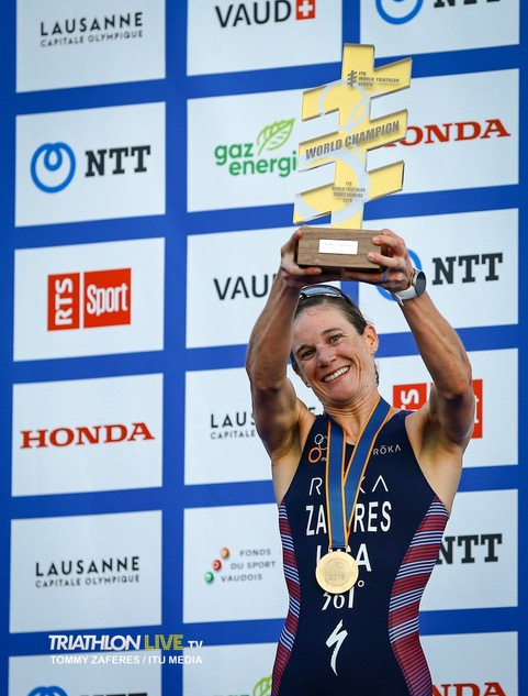 katie zaferes holding her ITU trophy