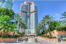 300 S POINTE DR # 305