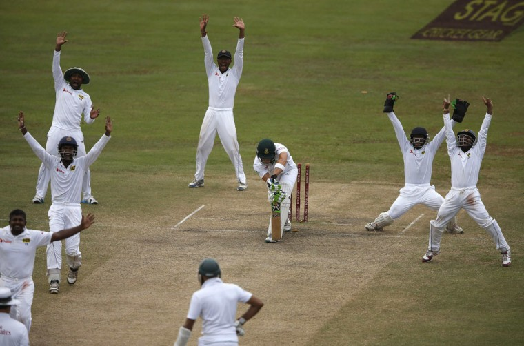 Sri Lanka's cricket team members appeal for an unsuccessful wicket of South Africa's Faf du Plessis (top, 3rd R) during the fifth and final day of their second test cricket match in Colombo July 28, 2014. (Dinuka Liyanawatte/Reuters)