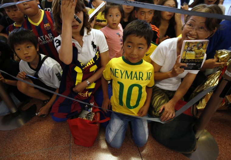 Fans of Brazilian soccer player and Barcelona forward Neymar wait for his arrival at Tokyo's Haneda airport July 31, 2014. Neymar flew into Japan on Thursday for a promotional event and news conference as he continues to recover from a back injury sustained during the World Cup. REUTERS/Issei Kato