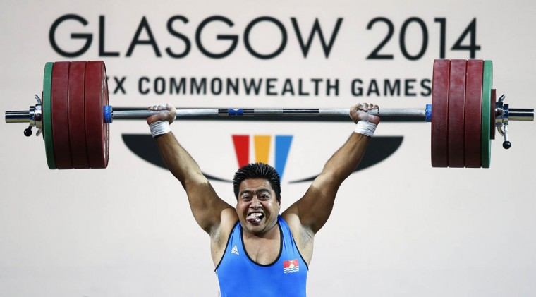 David Katoatau of Kiribati makes his last lift after winning the gold medal of the men's 105kg weightlifting competition at the 2014 Commonwealth Games, in Glasgow, Scotland, July 30, 2014. (Andrew Winning/Reuters photo)