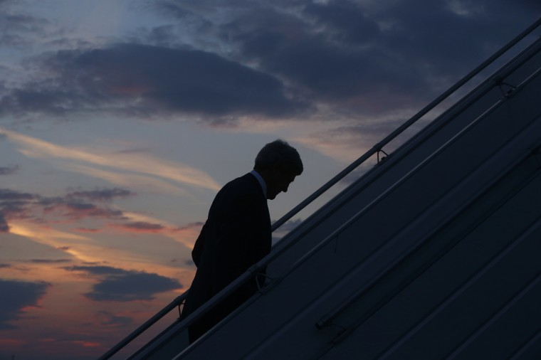 U.S. Secretary of State John Kerry boards his plane to return to Washington, in Paris July 26, 2014. (Charles Dharapak/Pool/Reuters)