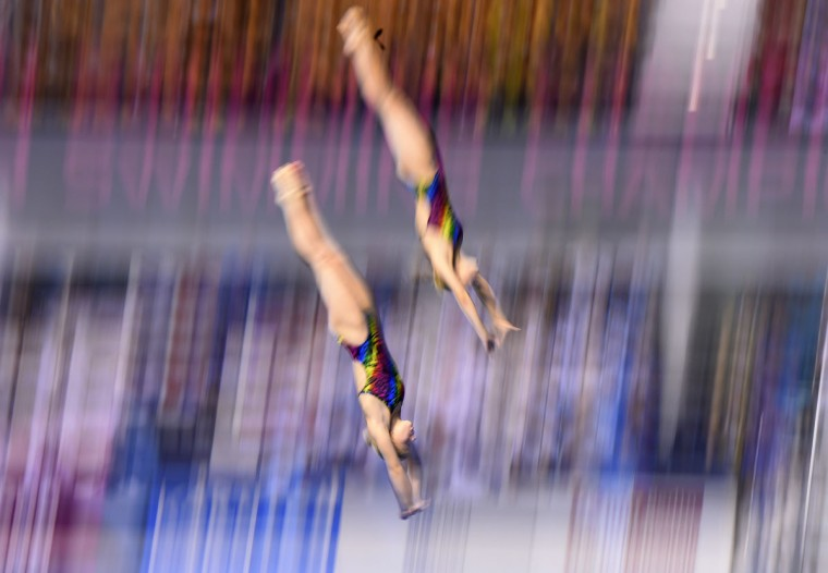 Russia's Ekaterina Petukhova and Yulia Timoshinina compete in the 10m Synchronised Platform women Preliminary event at the 32nd LEN European swimming championships on August 19, 2014 in Berlin. (AFP PHOTO/Getty Images/Tobias Schwarz)