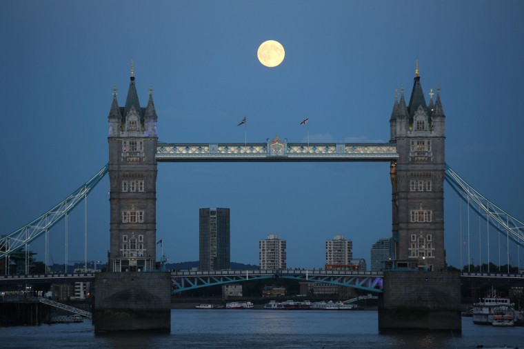 A supermoon rises over Tower Bridge in London August 10, 2014. The astronomical event occurs when the moon is closest to the Earth in its orbit, making it appear much larger and brighter than usual. (Paul Hackett/Reuters)