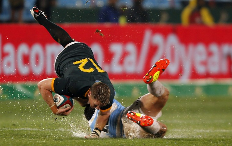 Argentina's Juan Martin (R) tackles South Africa's captain, Jean de Villiers during their Rugby Championship match at Loftus Versfeld stadium in Pretoria August 16, 2014. REUTERS/Siphiwe Sibeko