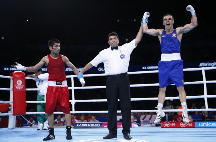 Pakistan's Muhammad Waseem (L) and Australia's Andrew Moloney react to the result of their fly weight boxing final at the 2014 Commonwealth Games in Glasgow, Scotland. (Russell Cheyne/Reuters)