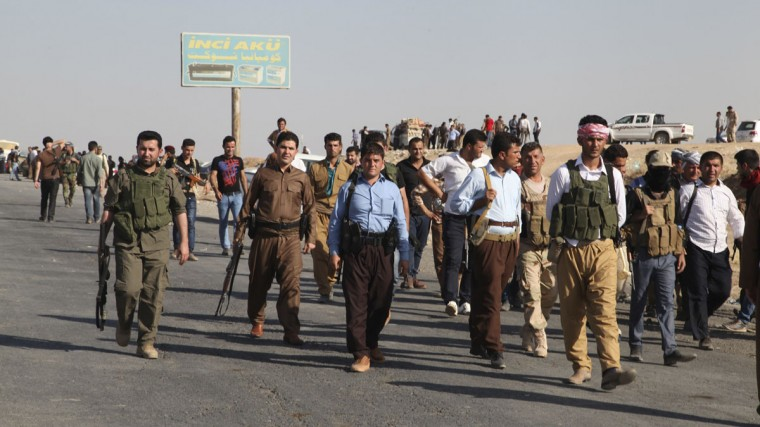 """Kurdish peshmerga troops participate in an intensive security deployment against Islamic State militants on the front line in Khazer August 8, 2014. U.S. warplanes bombed Islamist fighters marching on Iraq's Kurdish capital on Friday after President Barack Obama said Washington must act to prevent """"genocide"""". (REUTERS/Azad Lashkari)"""