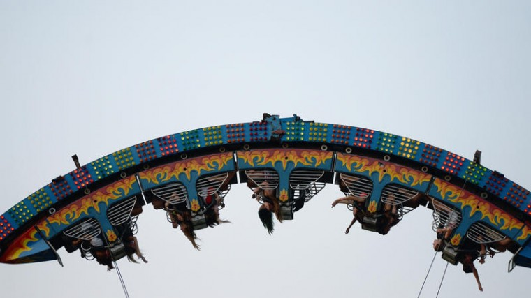 People enjoy the loop roller coaster at the Howard County Fair. (Jon Sham/BSMG)