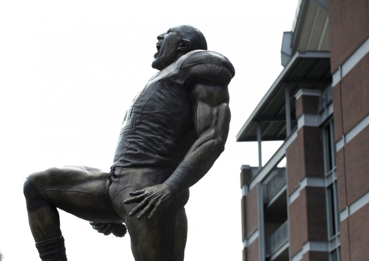 Baltimore Ravens unveil the bronze Ray Lewis statue outside of M&T Bank Stadium. The statue is twelve hundred pounds and stands nine feet tall. Fred Kail was the artist and it took eleven months to make. (Lloyd Fox/Baltimore Sun)