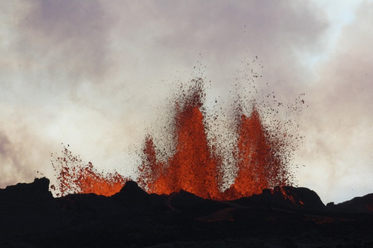 Lava fountains are pictured at the site of a fissure eruption near Iceland's Bardarbunga volcano September 2, 2014. A fissure eruption near Iceland's Bardarbunga volcano was still spouting lava on Monday but no ash, a day after an eruption that briefly caused the country to raise its ash alert level for aviation to its highest level. Iceland's largest volcanic system - 190 km long and up to 25 km wide (118 miles by 15.5 miles) - has been hit by thousands of earthquakes over the last two weeks, putting scientists have been on high alert. (REUTERS/Armann Hoskuldsson)