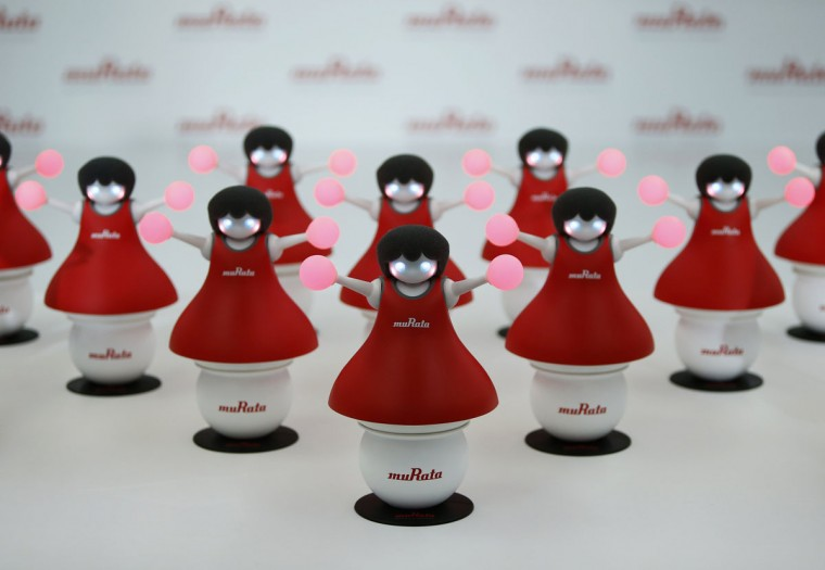 "Japan's Murata Manufacturing Co. Ltd's latest concept robots, ""the Murata Cheerleaders"", which balance on balls and synchronize as a team by utilizing its latest sensing and communication technology, are displayed during an unveiling event in Tokyo September 25, 2014. (REUTERS/Yuya Shino)"