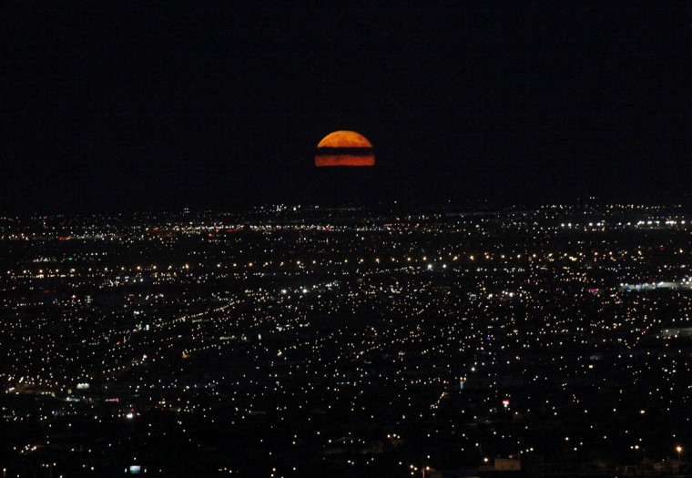 A supermoon rises over Ciudad Juarez September 9, 2014. The September full moon, also known as the Harvest Moon, is the last of this summer's three supermoons, and the final one of the year. Picture taken September 9, 2014 (Jose Luis Gonzalez/Reuters)