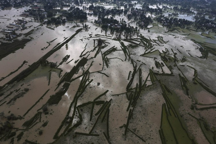 An aerial view taken from an Indian Air Force helicopter shows the flooded Srinagar city, September 11, 2014. Authorities in Kashmir collected the bodies of women and children floating in the streets on Thursday as anger mounted over what many survivors said was a bungled operation to help those caught in the region's worst flooding in 50 years. REUTERS/Adnan Abidi