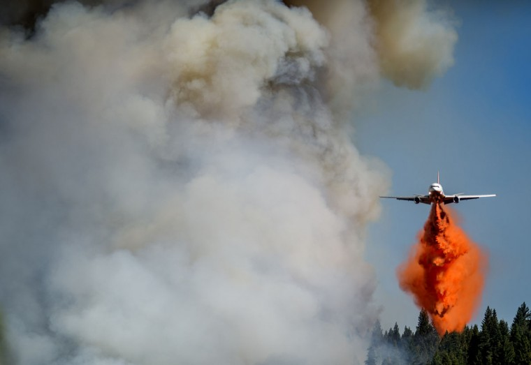 A jet drops retardant on the King Fire near Fresh Pond, California on September 16, 2014. (REUTERS/Noah Berger)